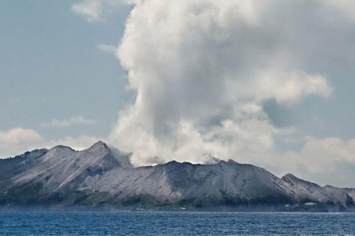 L'Île volcanique de White Island <br/> <span style='font-size:20px;'>Nouvelle-Zélande - White Island</span>